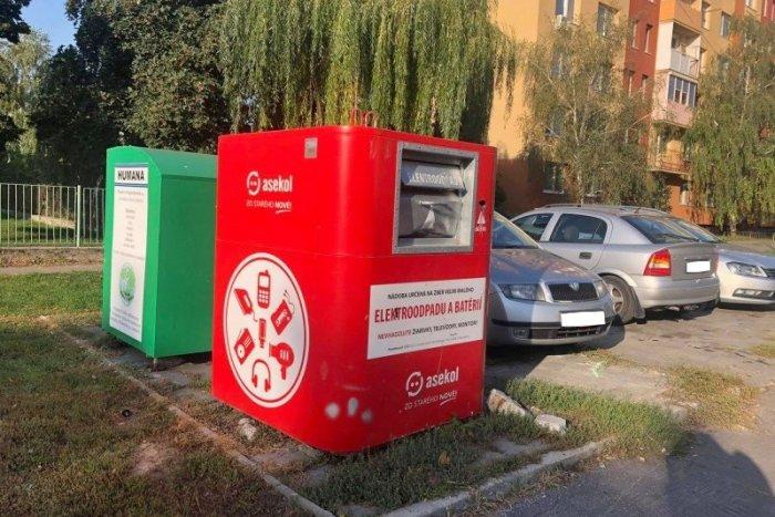 Ilustračný obrázok k článku Z ulíc musia stiahnuť niekoľko kontajnerov na elektroodpad: Sú značne poškodené