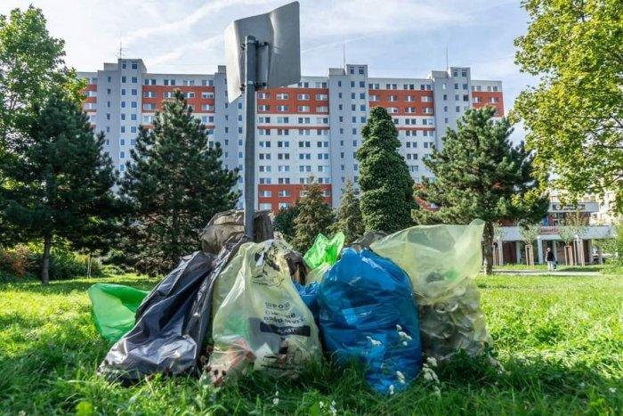 Ilustračný obrázok k článku Aby sme nežili ako v chlieve: Dobrovoľníci každý týždeň vyzbierajú vrecia odpadu