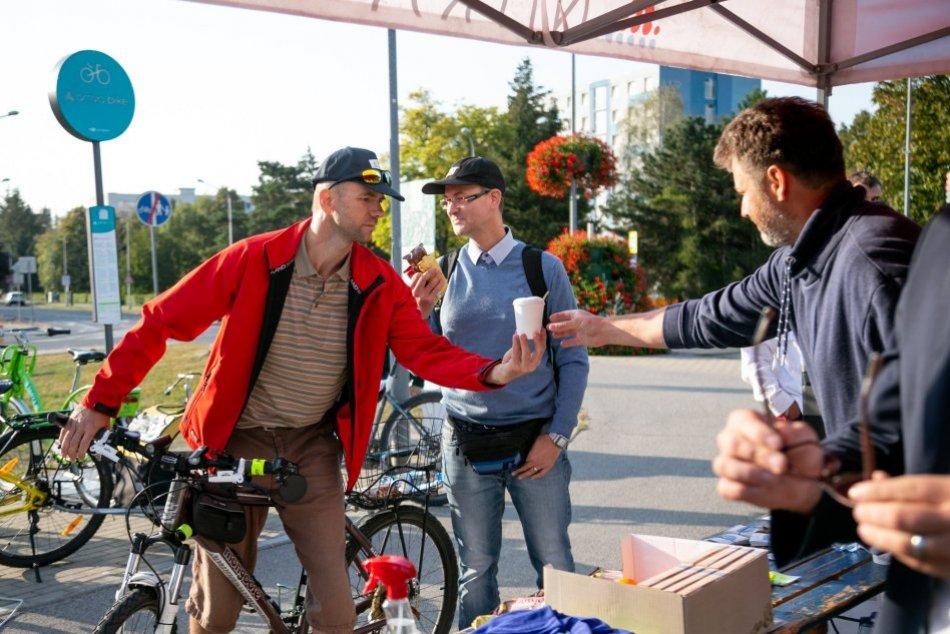 Ilustračný obrázok k článku Vytiahnite bicykle: Cestou do práce vás v Nitre odmenia raňajkami