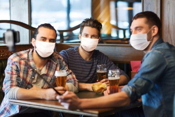 Ilustračný obrázok k článku Keď si flek na piatkový večer nevyberáme podľa drinkov, ale podľa bezpečnosti vbare