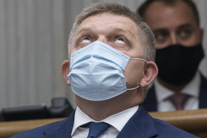 Ilustračný obrázok k článku SVET O SLOVENSKU: Fico označil vládu za historicky najhoršiu. Veď tu umierajú ľudia!