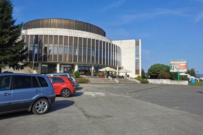 Ilustračný obrázok k článku Mesto podpísalo zmluvu na vybudovanie zelenej steny na MsKC: Zmeny čakajú aj parkovisko