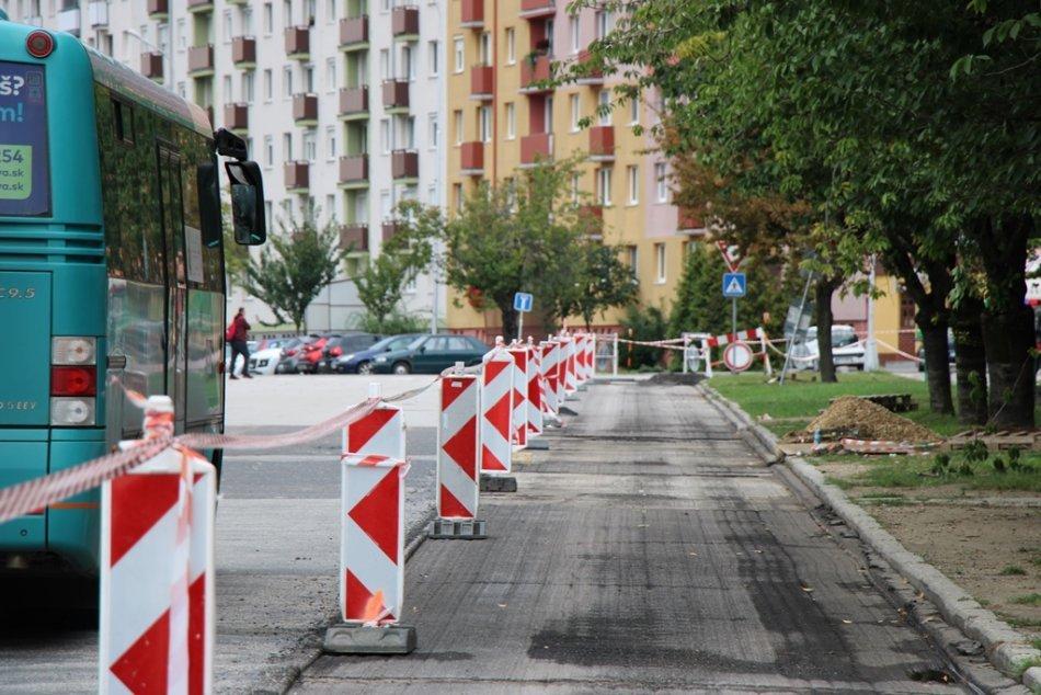 Ilustračný obrázok k článku Frézovaním odštartovali práce na cyklotrase: Pribudli aj nové semafory, FOTO