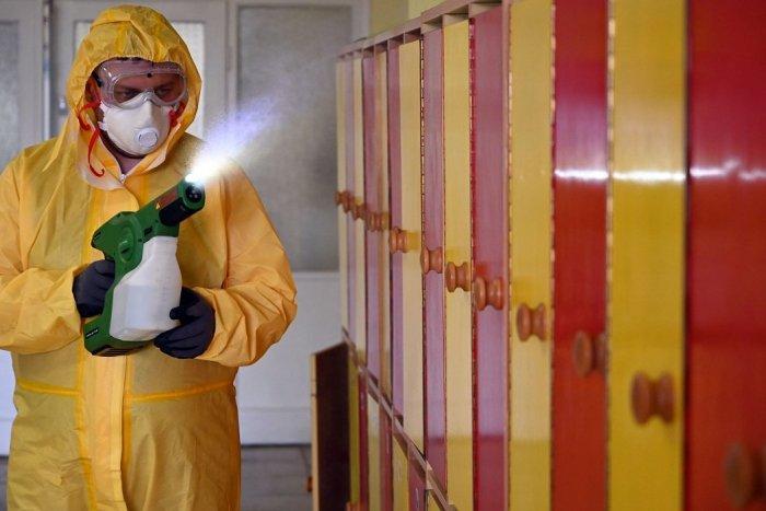 Ilustračný obrázok k článku V Dobšinej zasadal krízový štáb: Začínajú s dezinfekciou, škôlky musia ešte počkať