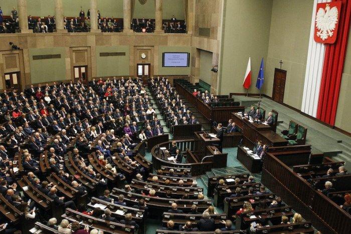 Ilustračný obrázok k článku SVET O SLOVENSKU: Témy interrupcií a LGBTI sa nezbavíme. Poľsko pokúša
