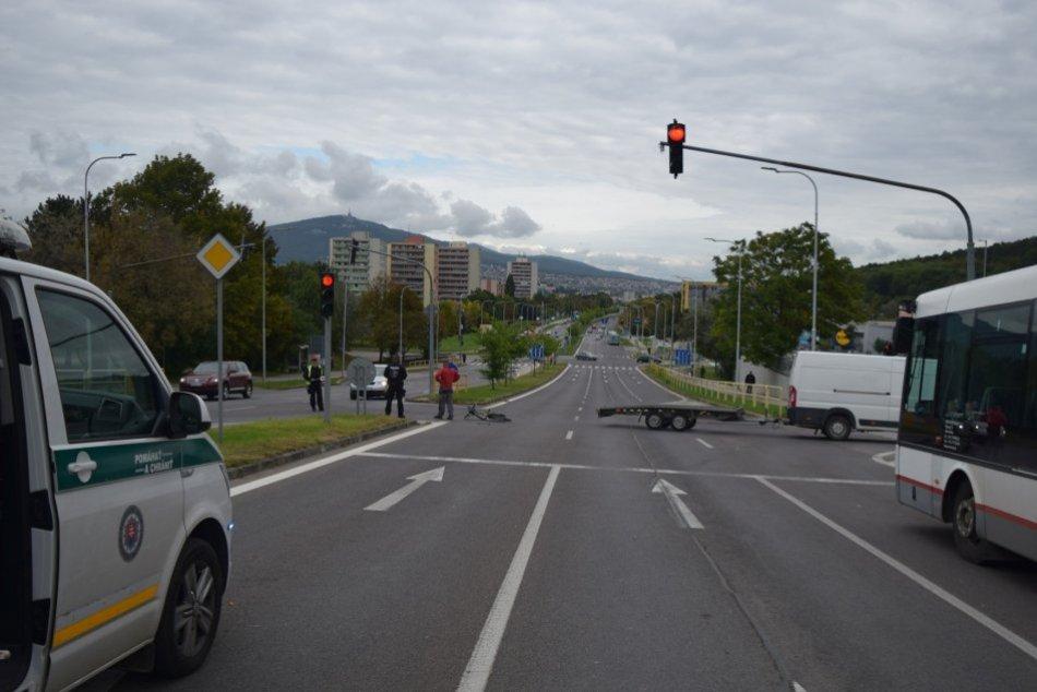 Ilustračný obrázok k článku Opitý cyklista preletel na červenú a narazil do auta: Nafúkal takmer 3 promile!