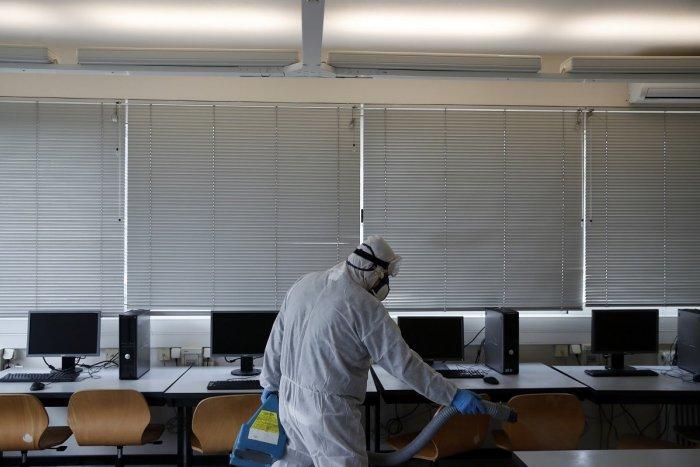 Ilustračný obrázok k článku Koronavírus znovu úraduje: Ďalší prípad odhalili v základnej škole v Novom Meste