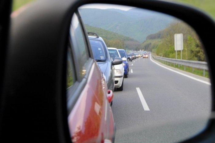 Ilustračný obrázok k článku Zrážka štyroch áut v Budatíne: Na mieste sa začínajú vytvárať kolóny