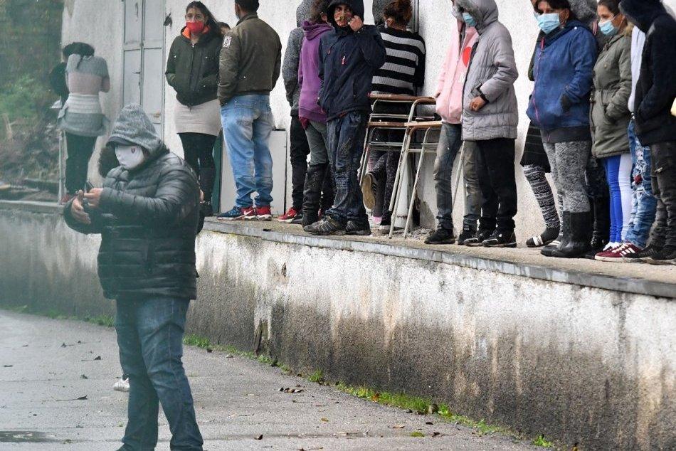 Ilustračný obrázok k článku Hranolom rovno do policajtov: Marián z osady čelí obvineniu z útoku na verejného činiteľa!