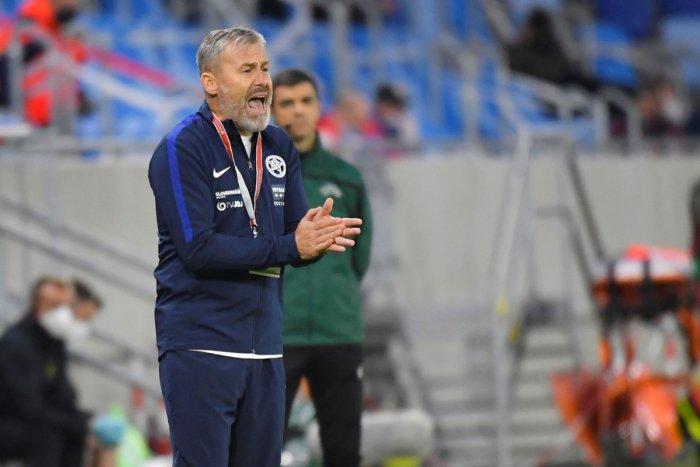 Ilustračný obrázok k článku Český kouč slovenských futbalistov má COVID-19! Hapal v tom nie je sám: Kto je ešte nakazený?