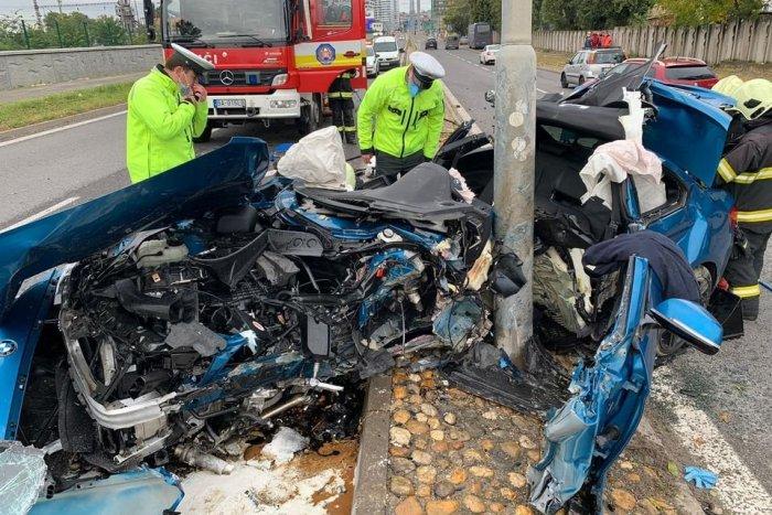 Ilustračný obrázok k článku Hrôzostrašná nehoda v centre Bratislavy: Vodič to napálil do stĺpu, auto je totálne na šrot!
