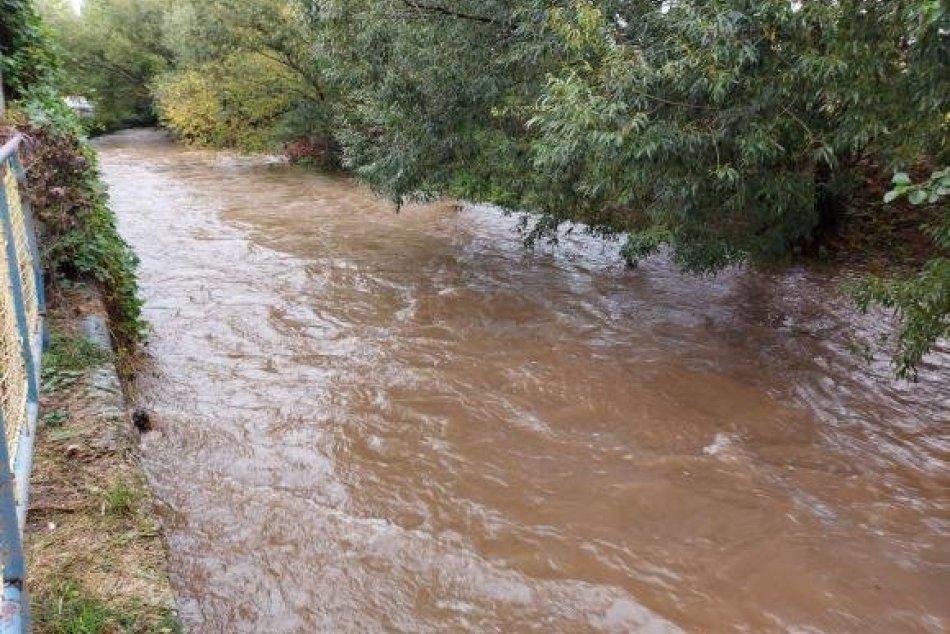 Ilustračný obrázok k článku Lejak robí problémy: Okres Zlaté Moravce s NAJVYŠŠÍM stupňom výstrahy pred povodňami