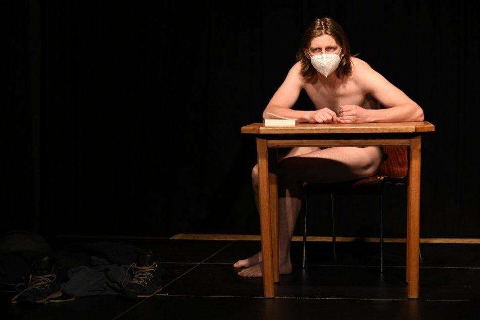 Ilustračný obrázok k článku Trenčiansky festival Sám na javisku štartuje: PROGRAM na každý deň