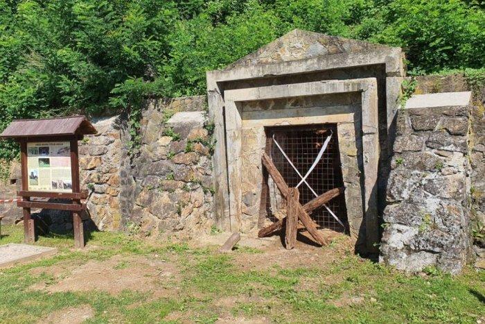 Ilustračný obrázok k článku V Revúckom okrese máme veľké lákadlo: Záujem turistov o bývalú banícku osadu stúpa
