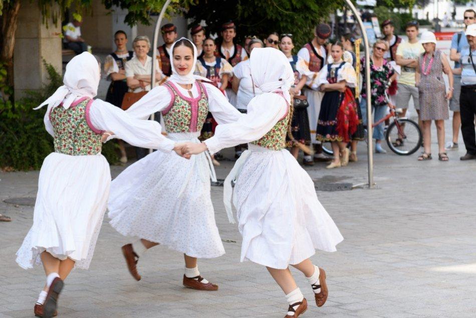 Ilustračný obrázok k článku Dobré správy pre milovníkov folklóru: Začali sa prípravy festivalu Akademická Nitra