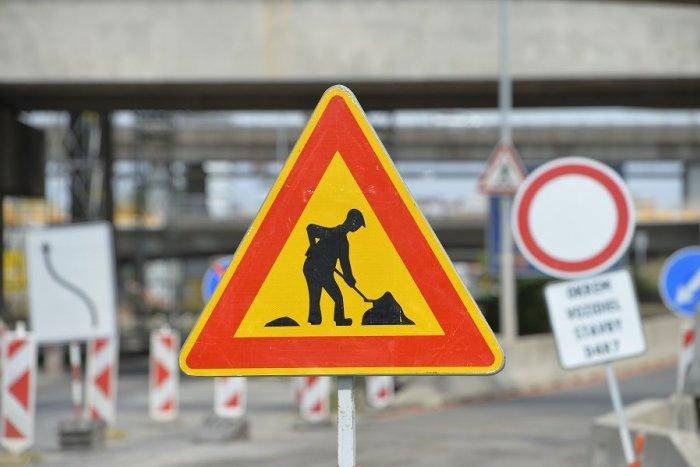 Ilustračný obrázok k článku Uzávierkou mosta to nekončí: Druhé dlhodobé obmedzenie pre vodičov v Považskej