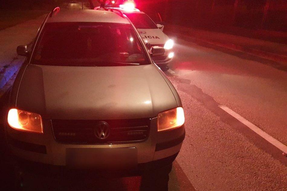 Ilustračný obrázok k článku Vodič nočnou jazdou po Ružomberku upútal policajtov: Nezapol smerovky, prečo skončil v cele?