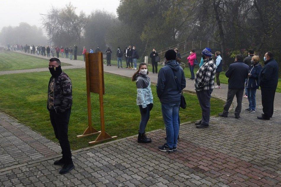 Ilustračný obrázok k článku Testovanie online: TU zistíte, kde stoja ľudia v radoch a kde je voľno