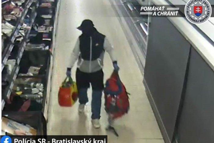 """Ilustračný obrázok k článku Zlodej, ktorý dodržal čas vychádzania: """"Nakupoval"""" v noci v zatvorenom obchode"""