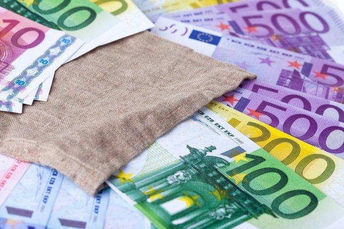 Ilustračný obrázok k článku Pandémia pripravila Bratislavu o milióny eur. Mesto chce zatlačiť na neplatičov daní
