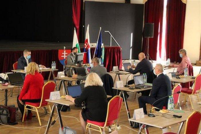 Ilustračný obrázok k článku Poslanci sa stretli na zastupiteľstve: Primátor napokon rokovanie prerušil