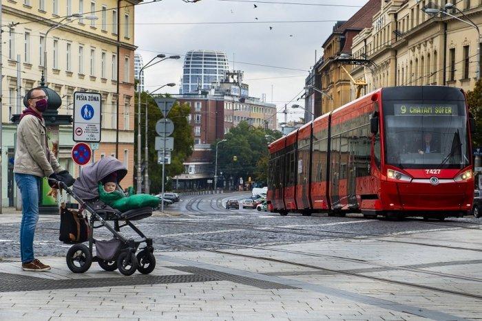 Ilustračný obrázok k článku Úsmevné citáty na električkách: Čo všetko cestujúcim odkazujú vodiči bratislavskej MHD?
