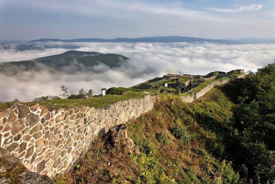 Ilustračný obrázok k článku Čo všetko objavili na Pustom hrade? TOTO sú najzaujímavejšie nálezy tohtoročnej sezóny
