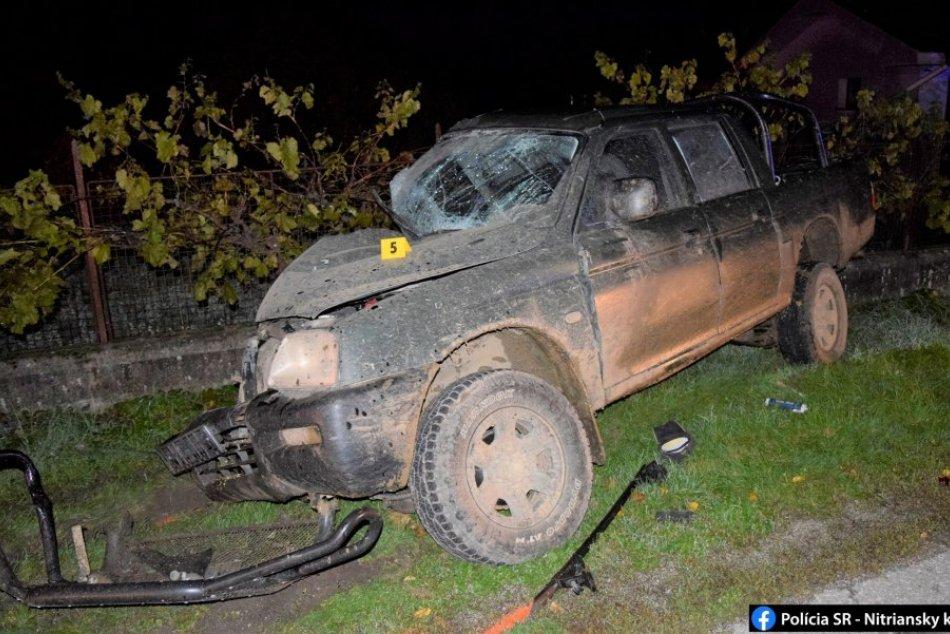Ilustračný obrázok k článku Vodič zdemoloval zaparkované auto, stĺp aj plot: Po nehode nafúkal 1,9 promile, FOTO