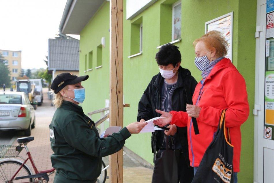 Ilustračný obrázok k článku Policajti sa vybrali do topoľčianskych ulíc: Zamerali sa na seniorov, FOTO