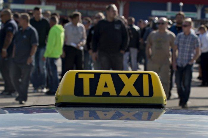 Ilustračný obrázok k článku Bratislavčan SUROVO napadol taxikára. Nepáčila sa mu suma, ktorú mal zaplatiť