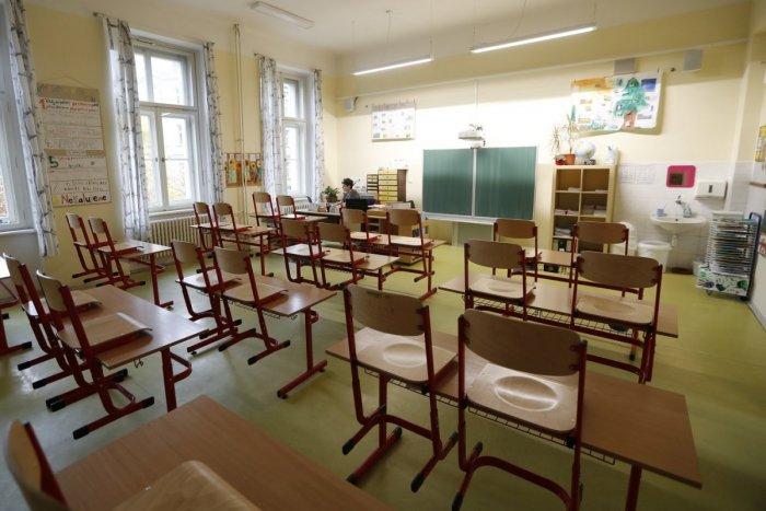 Ilustračný obrázok k článku COVID-19 robí v Banskobystrickom kraji problémy: Kde všade zatvoril triedy či školy?