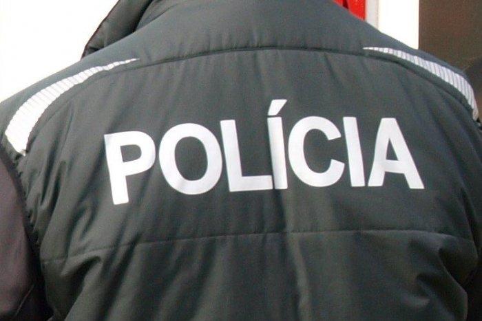 Ilustračný obrázok k článku Muž pri prevoze na oddelenie napadol policajta: Hrozí mu vysoký trest