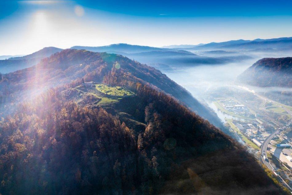 Ilustračný obrázok k článku Bystrica aj Zvolen ako na dlani: Aleš nafotil úchvatné zábery z lietadla, FOTO