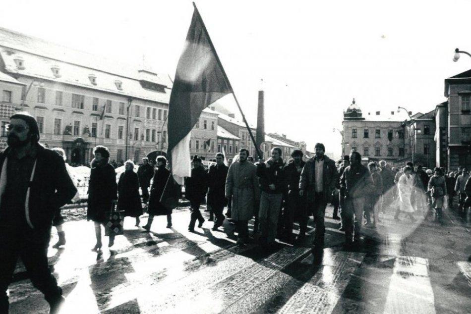 Ilustračný obrázok k článku Takto prebiehala revolúcia v Bystrici: Zlomové okamihy Novembra 89 deň po dni