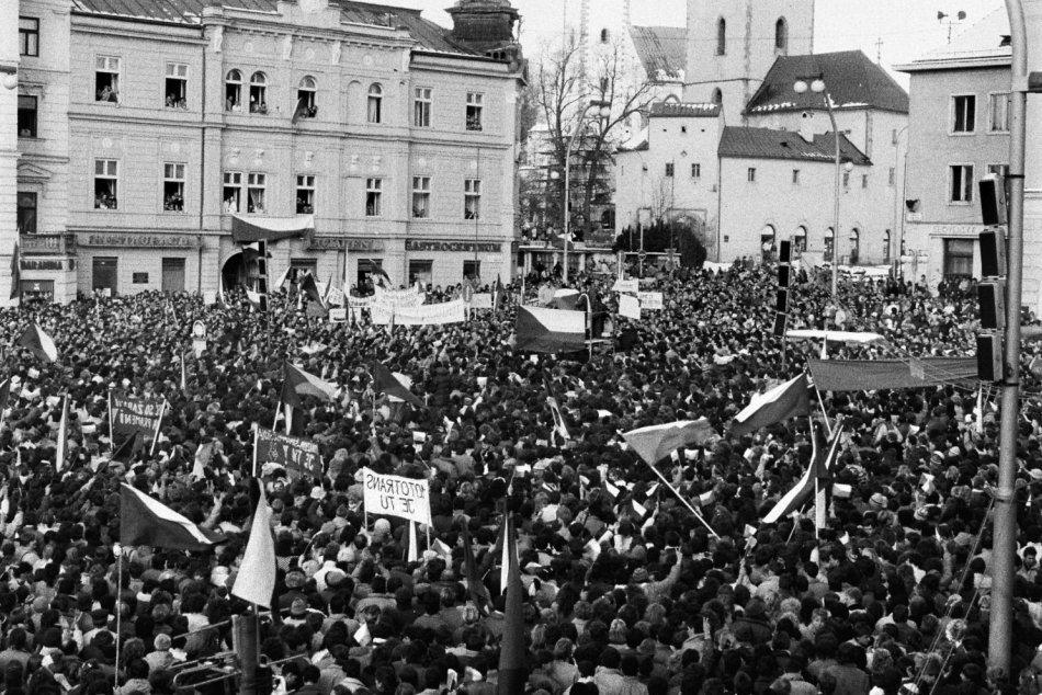 Ilustračný obrázok k článku V centre Bystrice sa bude spomínať: TOTO ľuďom pripomenie Nežnú revolúciu