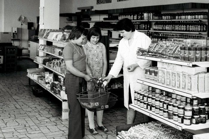 Ilustračný obrázok k článku Zelovoc na Hornej či Ryba... 5 legendárnych obchodov zo socíku, ktoré sme navštevovali v Bystrici