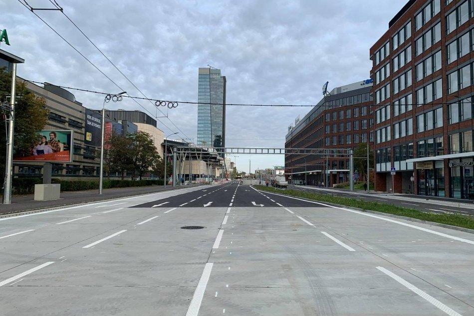 Ilustračný obrázok k článku KONEČNE sme sa dočkali: Cez Mlynské nivy prejdete autom aj MHD. Ako sa zmení doprava?