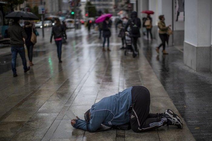 Ilustračný obrázok k článku Vyše miliarda ľudí môže žiť do roku 2030 pre pandémiu v extrémnej chudobe