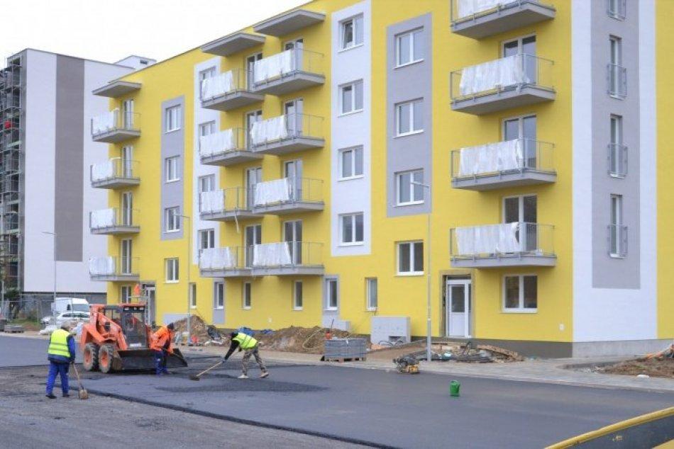 Ilustračný obrázok k článku Stavba novej mestskej bytovky v Humennom ide do finále, FOTO