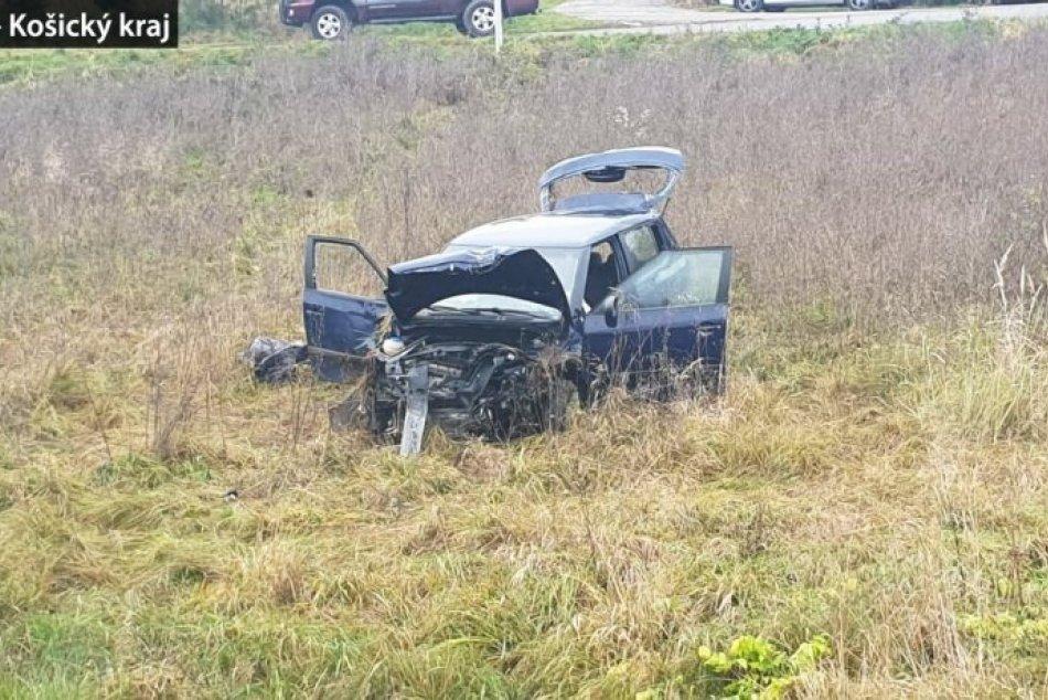 Ilustračný obrázok k článku Vážna nehoda v okrese Rožňava: Ženu a dieťa po náraze z auta vymrštilo, FOTO