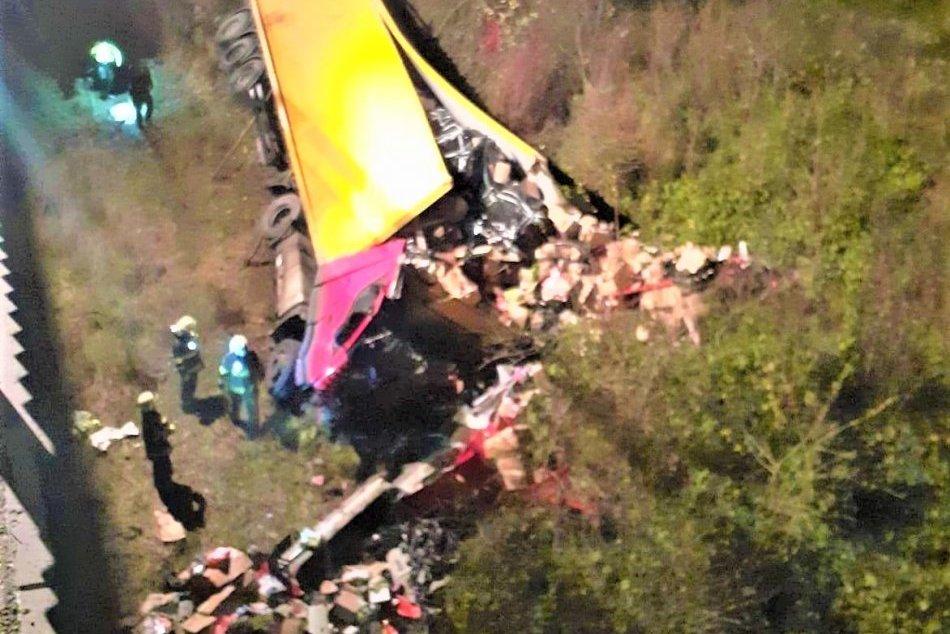 Ilustračný obrázok k článku DESIVÉ zábery z východu: Kamión sa zrútil z mosta, vodič neprežil