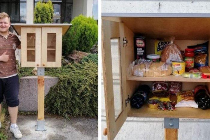 """Ilustračný obrázok k článku V Bratislave pribudnú """"dobré skrinky"""": Vezmite si, čo potrebujete a posuňte, čo vám zvýšilo"""
