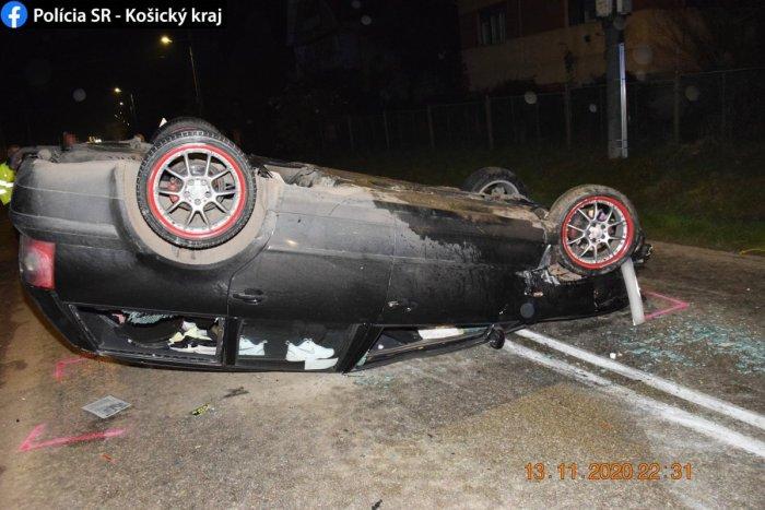 Ilustračný obrázok k článku Nehoda v Rudnej na FOTKÁCH: Vodič zišiel mimo cesty, takto ho otočilo po náraze!