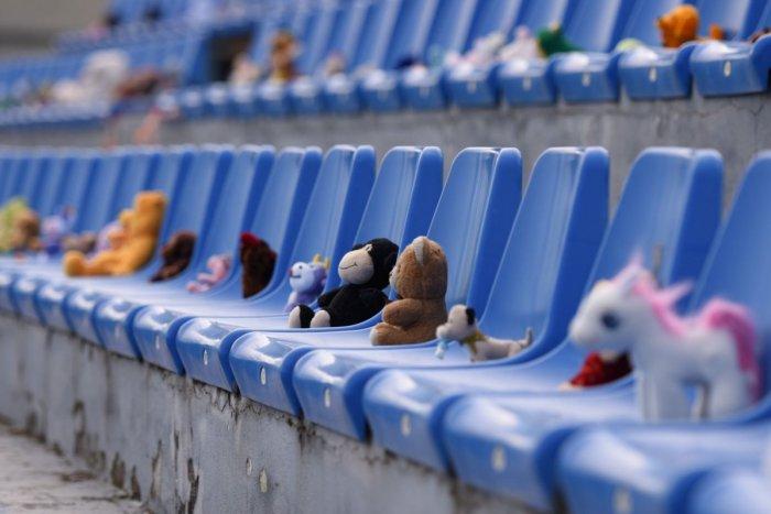 Ilustračný obrázok k článku Šmoulovia, mackovia, tučniaci či ružový poník! TAKÁ partia sa zišla na futbale, FOTO