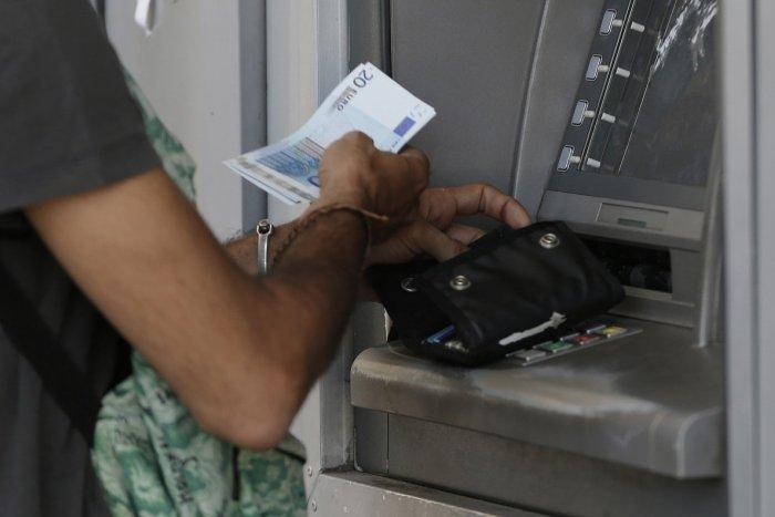 Ilustračný obrázok k článku Humenská polícia vyšetruje: Niekto si prisvojil bankomatovú kartu a vybral 27-tisíc eur!