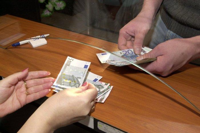 Ilustračný obrázok k článku Zamestnanci čakajú na výplaty: Posun v prípade chemického závodu v Novákoch