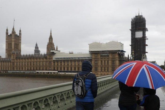 Imagen ilustrativa del artículo SHOCK!  Los británicos están expulsando duramente a los ciudadanos de la UE que han venido a trabajar