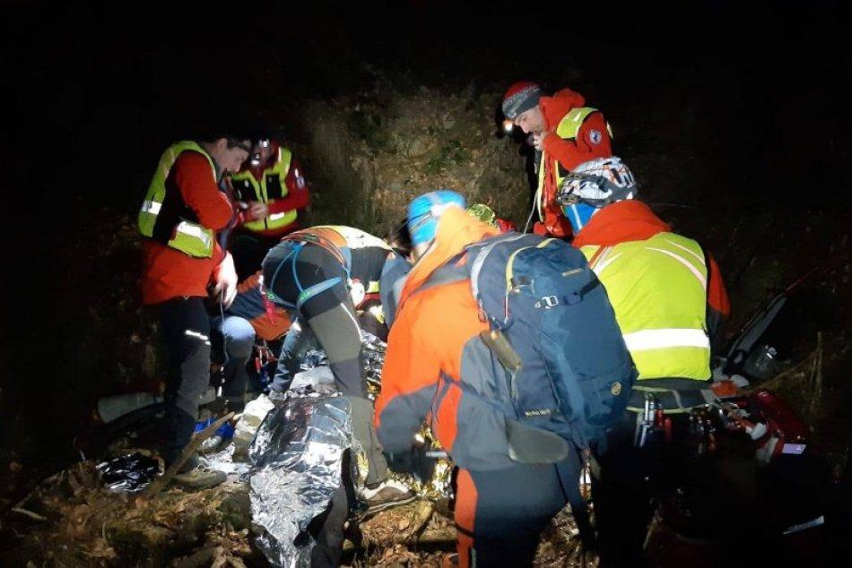 Ilustračný obrázok k článku Dramatická záchranná akcia v Kremnických vrchoch: Muž spadol zo skaly, FOTO