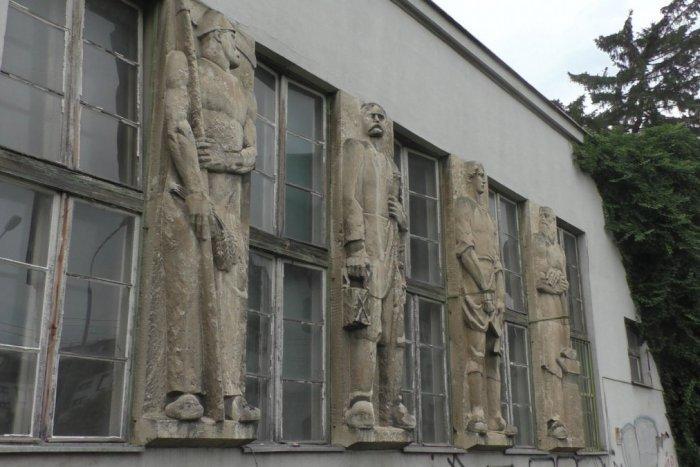 Ilustračný obrázok k článku Bývalú radnicu v minulosti už takmer zbúrali. Čaká ju v ďalších rokoch lepší osud?