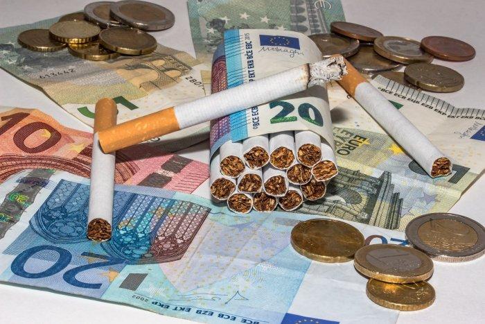 Ilustračný obrázok k článku Mladík chcel od dôchodcu z Prešova cigaretu: Vo vrecku si však všimol čosi lákavejšie